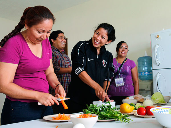 Moms in Mexico receive instruction on preparing vegetables.