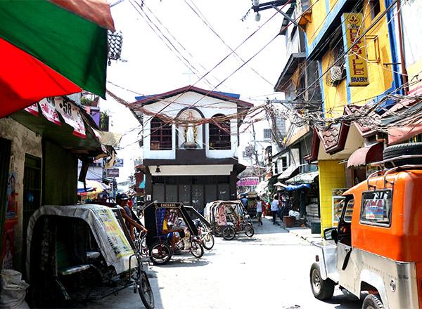 Una calle típica de la comunidad Paradise Village