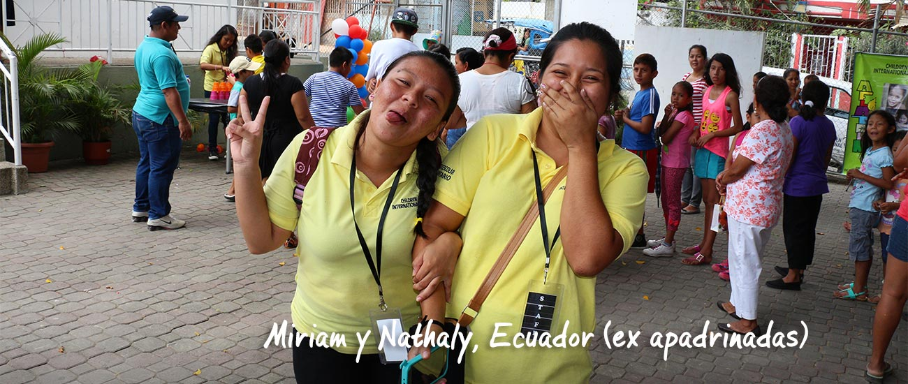 Miriam y Nathaly se ríen