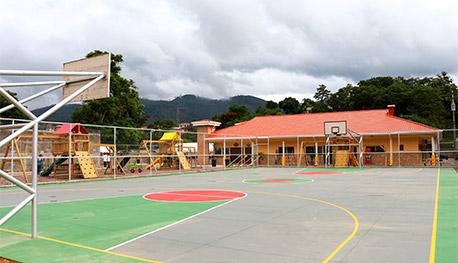 Outdoor multisport court