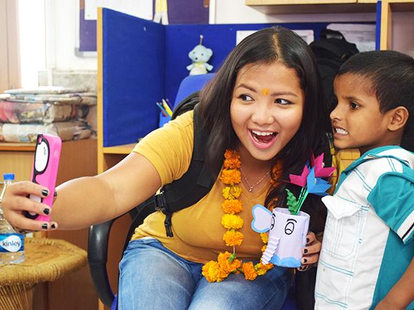 Katalina se toma un autorretrato durante su visita a la India