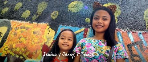 Jemima y Jenny sonríen