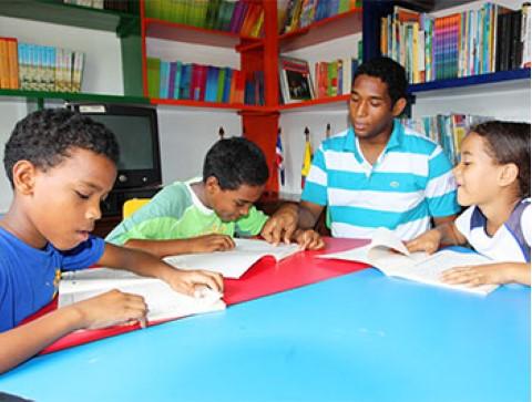 A Children International teen tutors younger kids.