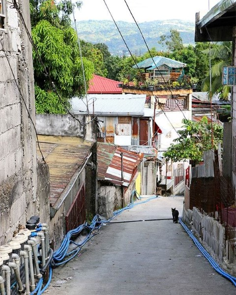 Calle desértica en Batasan Hills