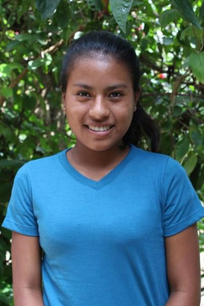 Ayude a Gilda Francisca apadrinándole hoy. El apadrinamiento es una experiencia hermosa y gratificante.