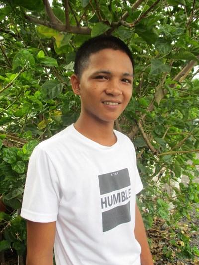 Ayude a Marck Jhun T. apadrinándole hoy. El apadrinamiento es una experiencia hermosa y gratificante.