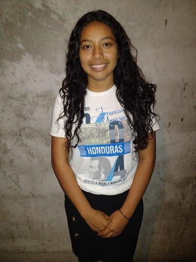 Ayude a Digna Xiomara apadrinándole hoy. El apadrinamiento es una experiencia hermosa y gratificante.