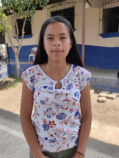 Ayude a Lilian Del Rosario apadrinándole hoy. El apadrinamiento es una experiencia hermosa y gratificante.