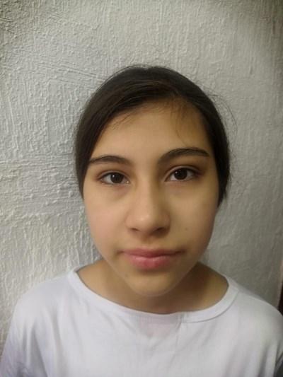 Ayude a Diana María apadrinándole hoy. El apadrinamiento es una experiencia hermosa y gratificante.