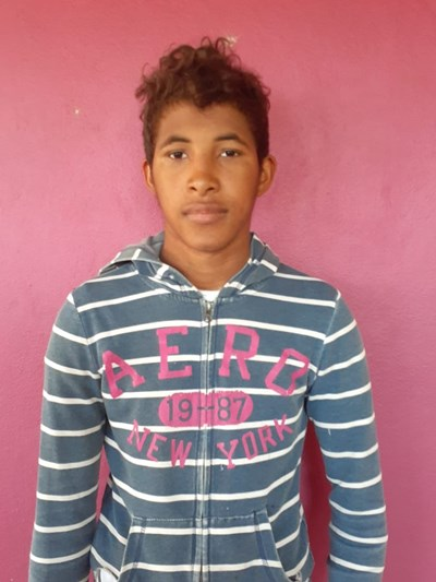 Help Roberto by becoming a child sponsor. Sponsoring a child is a rewarding and heartwarming experience.