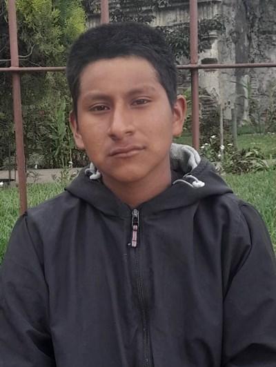 Ayude a Luis Arturo apadrinándole hoy. El apadrinamiento es una experiencia hermosa y gratificante.