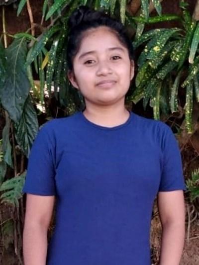 Ayude a Yenni Roxana apadrinándole hoy. El apadrinamiento es una experiencia hermosa y gratificante.