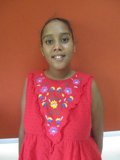 Ayude a Yarlina apadrinándole hoy. El apadrinamiento es una experiencia hermosa y gratificante.