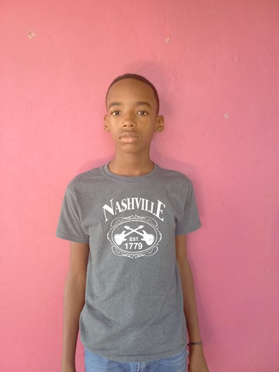 Help Darlyn  Roberto by becoming a child sponsor. Sponsoring a child is a rewarding and heartwarming experience.