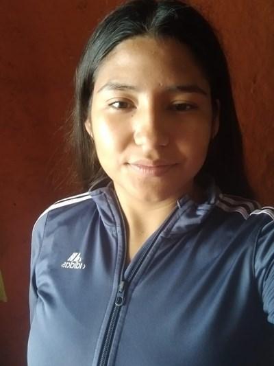 Ayude a Gabriela Alejandra apadrinándole hoy. El apadrinamiento es una experiencia hermosa y gratificante.