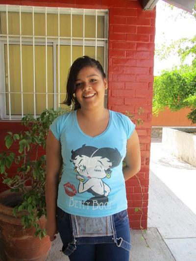 Ayude a Alejandra Danae apadrinándole hoy. El apadrinamiento es una experiencia hermosa y gratificante.