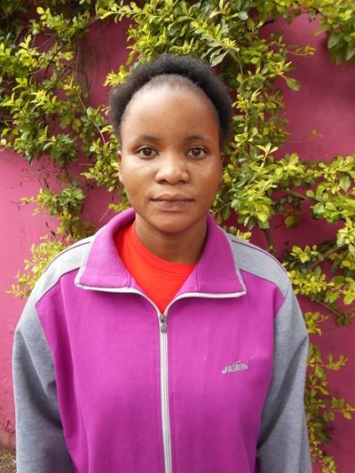 Ayude a Roydah apadrinándole hoy. El apadrinamiento es una experiencia hermosa y gratificante.