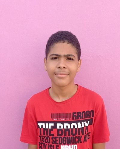 Ayude a Luelin Imanol apadrinándole hoy. El apadrinamiento es una experiencia hermosa y gratificante.