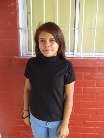 Ayude a Monserrat Guadalupe apadrinándole hoy. El apadrinamiento es una experiencia hermosa y gratificante.