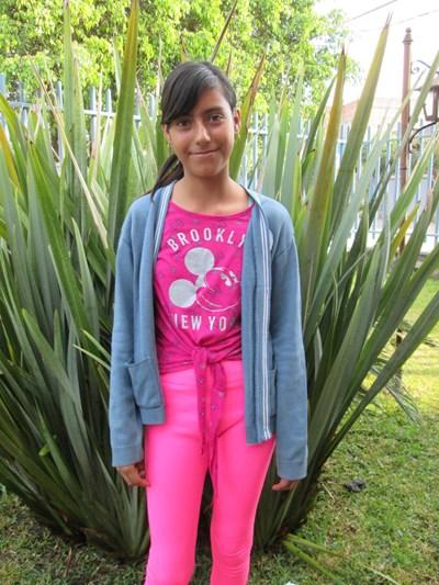 Ayude a Yesica Esmeralda apadrinándole hoy. El apadrinamiento es una experiencia hermosa y gratificante.