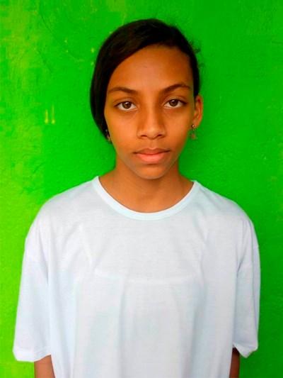 Ayude a Yorlis Johana apadrinándole hoy. El apadrinamiento es una experiencia hermosa y gratificante.