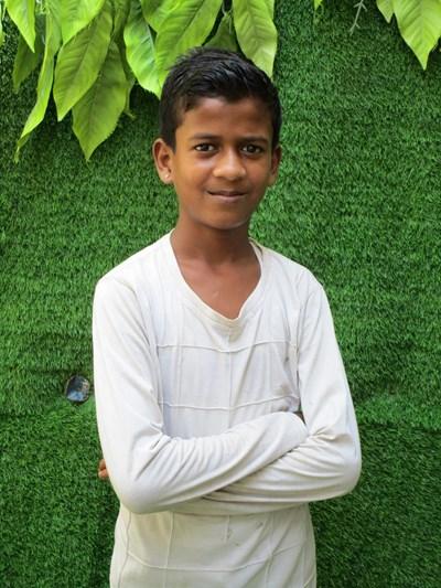 Ayude a Sujal apadrinándole hoy. El apadrinamiento es una experiencia hermosa y gratificante.