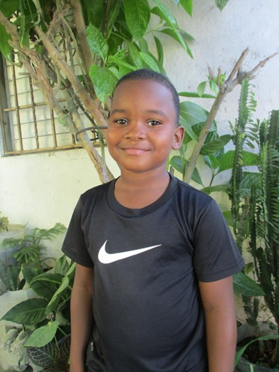 Help Winder Alexander by becoming a child sponsor. Sponsoring a child is a rewarding and heartwarming experience.