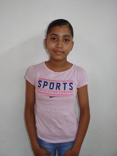 Ayude a Alis Camila apadrinándole hoy. El apadrinamiento es una experiencia hermosa y gratificante.