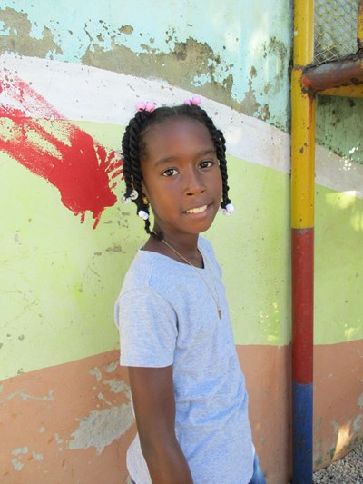 Help Frainelis by becoming a child sponsor. Sponsoring a child is a rewarding and heartwarming experience.