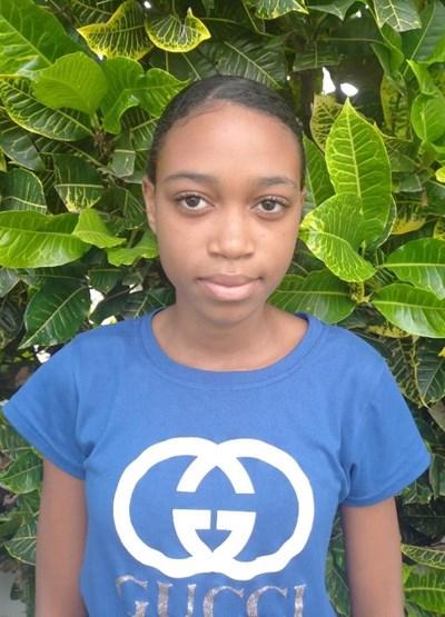 Ayude a Yohana apadrinándole hoy. El apadrinamiento es una experiencia hermosa y gratificante.
