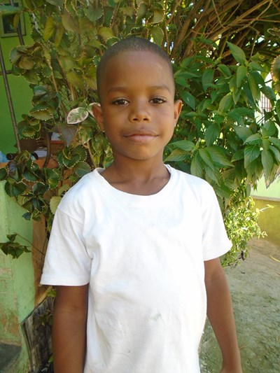 Help Alex Junior by becoming a child sponsor. Sponsoring a child is a rewarding and heartwarming experience.