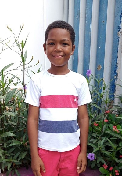 Help Michell Alfredo by becoming a child sponsor. Sponsoring a child is a rewarding and heartwarming experience.