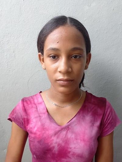 Ayude a Yinabel apadrinándole hoy. El apadrinamiento es una experiencia hermosa y gratificante.