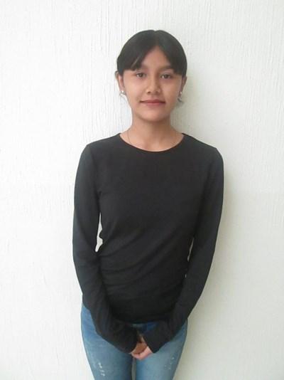 Ayude a Diana Guadalupe apadrinándole hoy. El apadrinamiento es una experiencia hermosa y gratificante.
