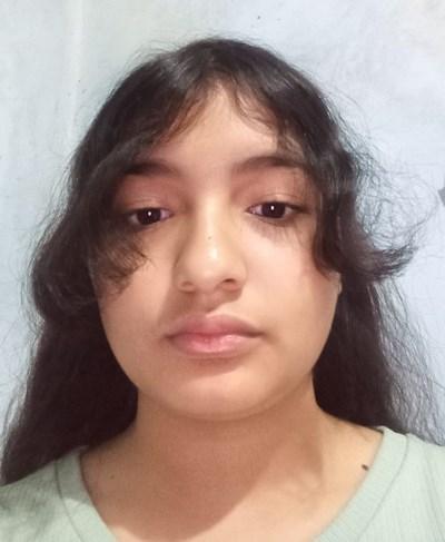 Ayude a Angela Guadalupe apadrinándole hoy. El apadrinamiento es una experiencia hermosa y gratificante.