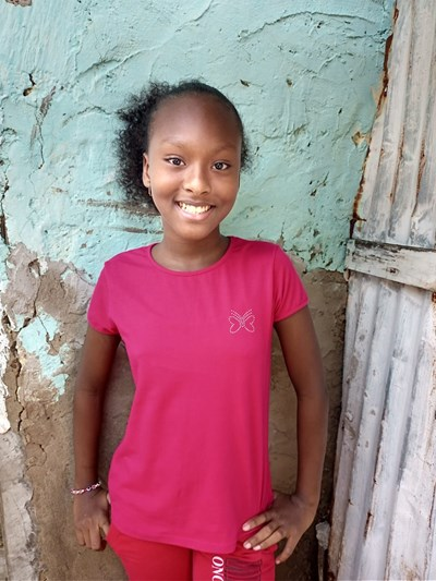 Help Solangys Paola by becoming a child sponsor. Sponsoring a child is a rewarding and heartwarming experience.