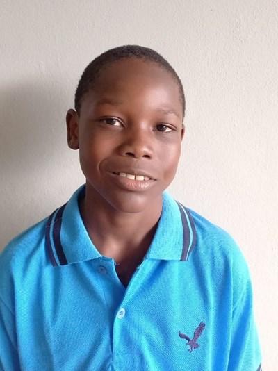 Ayude a Antoni apadrinándole hoy. El apadrinamiento es una experiencia hermosa y gratificante.