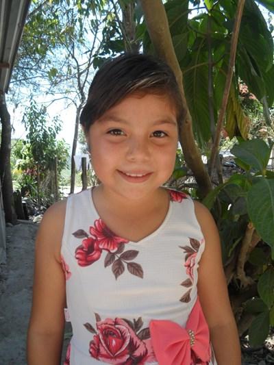 Ayude a Maryuri Nicolle apadrinándole hoy. El apadrinamiento es una experiencia hermosa y gratificante.