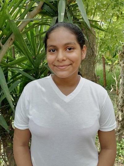 Ayude a Sandra Araceli apadrinándole hoy. El apadrinamiento es una experiencia hermosa y gratificante.