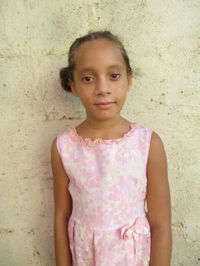 Ayude a Rosangela apadrinándole hoy. El apadrinamiento es una experiencia hermosa y gratificante.