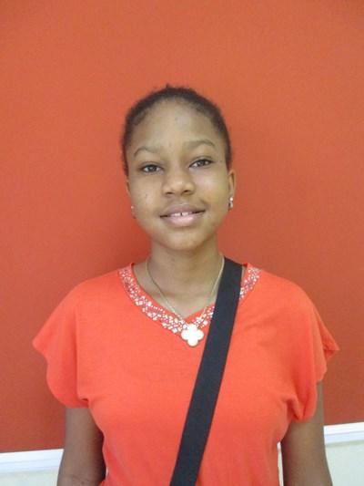 Ayude a Mia Nehtaly apadrinándole hoy. El apadrinamiento es una experiencia hermosa y gratificante.