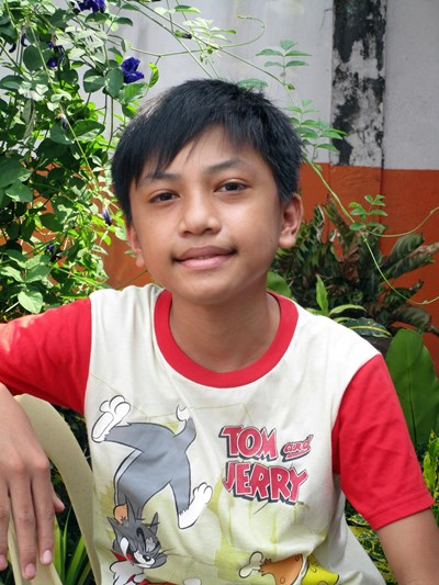 Help Leonard T. by becoming a child sponsor. Sponsoring a child is a rewarding and heartwarming experience.