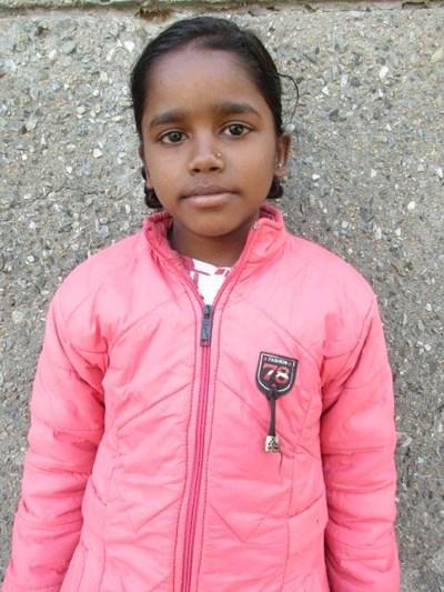 Ayude a Sunaina apadrinándole hoy. El apadrinamiento es una experiencia hermosa y gratificante.