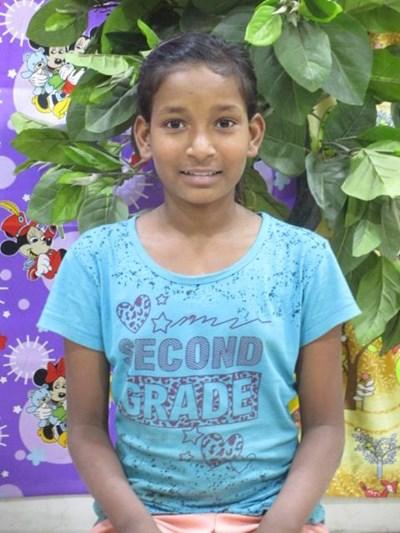 Ayude a Saniya apadrinándole hoy. El apadrinamiento es una experiencia hermosa y gratificante.