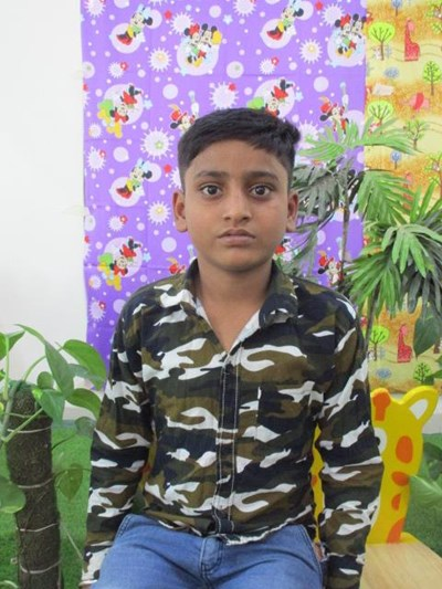 Help Ravishankar by becoming a child sponsor. Sponsoring a child is a rewarding and heartwarming experience.