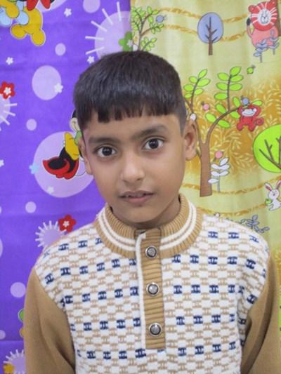 Ayude a Ashwary apadrinándole hoy. El apadrinamiento es una experiencia hermosa y gratificante.