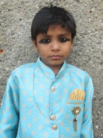 Ayude a Neeraj apadrinándole hoy. El apadrinamiento es una experiencia hermosa y gratificante.