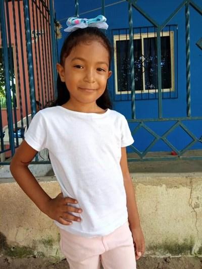 Ayude a Sharit Camila apadrinándole hoy. El apadrinamiento es una experiencia hermosa y gratificante.