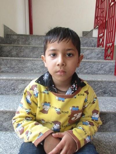 Ayude a Arnav apadrinándole hoy. El apadrinamiento es una experiencia hermosa y gratificante.