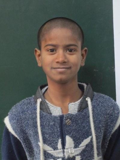 Ayude a Safiya apadrinándole hoy. El apadrinamiento es una experiencia hermosa y gratificante.